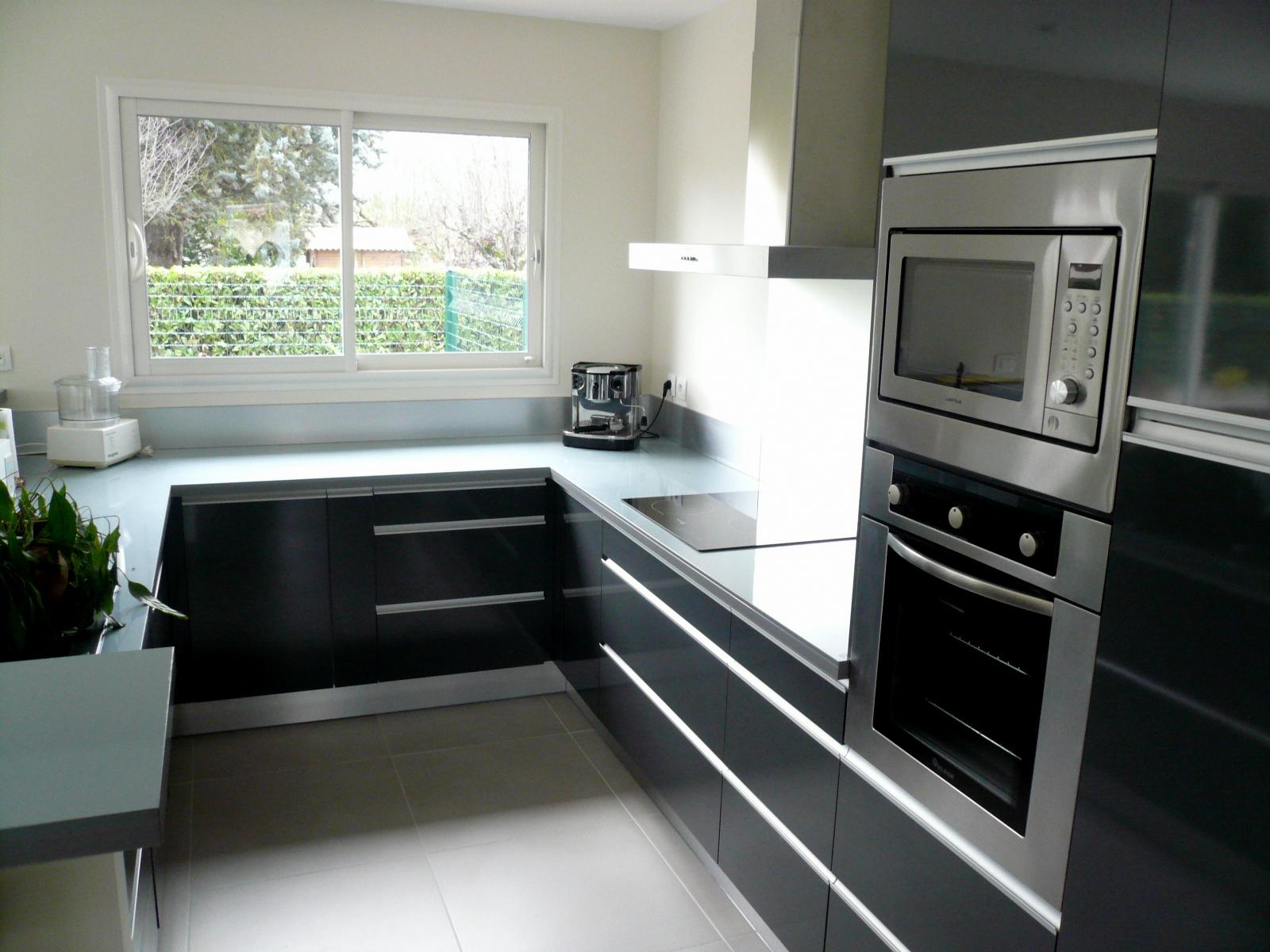 Cuisine grise fabricant de mobilier sur mesure pour r sidence h tellerie et particulier - Cuisine beige et gris ...